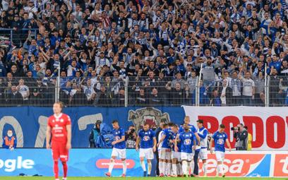 Piłkarze Lecha cieszą się z gola w meczu z Wisłą