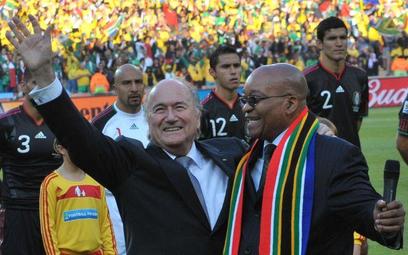 Szef FIFA Sepp Blatter i prezydent RPA Jacob Zuma przed meczem otwarcia