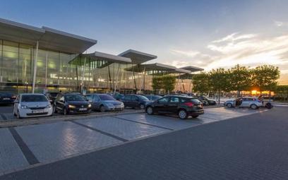 Nowy parking przy wrocławskim lotnisku