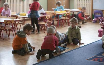 Przedszkolaki przebywają w zbyt ciasnych salach