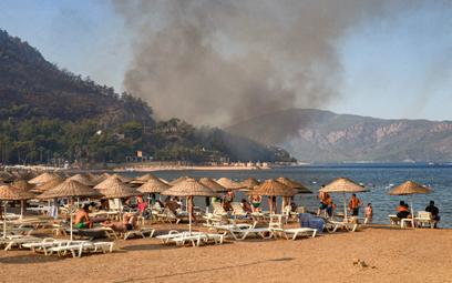 Turcja – pożary podchodzą blisko hoteli. Z niektórych ewakuowano turystów