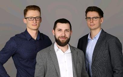 Twórcy aplikacji Wheelme, (od lewej) Krzysztof Maciążek, Mateusz Młodawski oraz Damian Kwaśniak, szy
