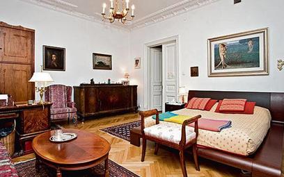 Pięciopokojowe 145-metrowe mieszkanie przy ul. Targowej jest oferowane za ponad 1,6 mln zł