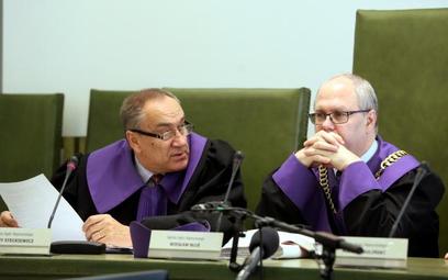 Sędziowie SN Jerzy Steckiewicz i Wiesław Błuś podczas rozprawy