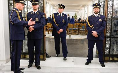 Sejm: Strażnik postrzelił się podczas czyszczenia broni
