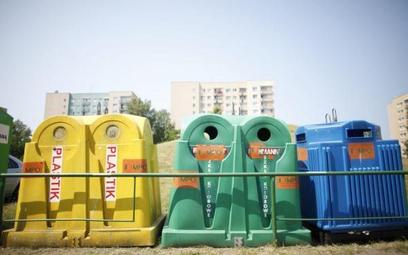 Pięć firm walczy o stołeczne śmieci