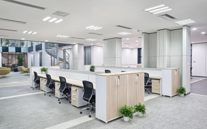 Prezniesienie do innej pracy: jeśli przywrócono biuro, trzeba przywrócić jego szefa