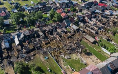 W Nowej Białej ogień uszkodził 25 domów, w których mieszkało 27 rodzin, w sumie ponad 100 osób, a ta
