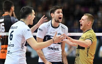 Radość siatkarzy Onico Warszawa podczas półfinałowego meczu z Jastrzębskim Węglem. Od lewej: Antoine