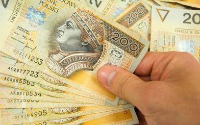 Biura niechętnie zwracają pieniądze