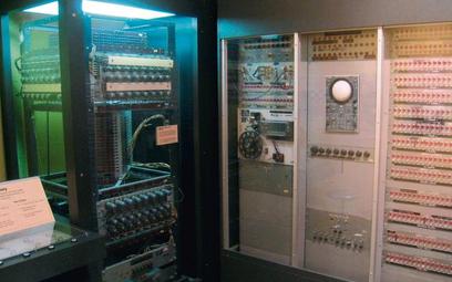 W1950 r. komputer Whirlwind Izostał stworzony przez zespół naukowców Massachusetts Institute of Te