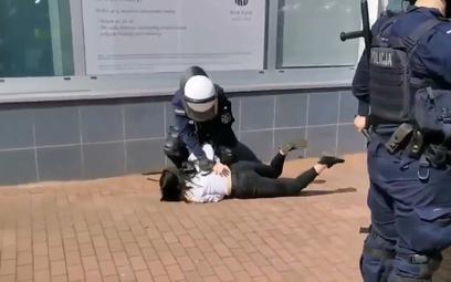 Brutalna interwencja policji w Głogowie. Prokuratura umarza śledztwo