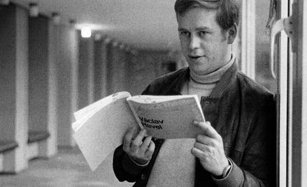 """Już w pierwszym numerze podziemnej """"Krytyki"""", w 1978 r., przedrukowano list otwarty dramatopisarza,"""