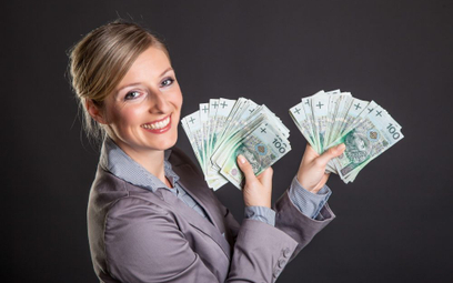 Jak wypłacić gotówkę poza bankomatem i ile to kosztuje