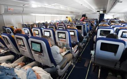 Ponad 10 tysięcy razy linie lotnicze musiały lądowaćw 2016 roku, by wysadzić niesfornego pasażera.