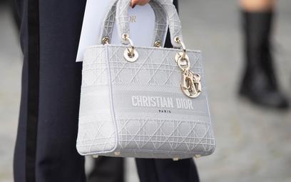 100 miliardów dolarów: rynek luksusowych torebek to fenomen