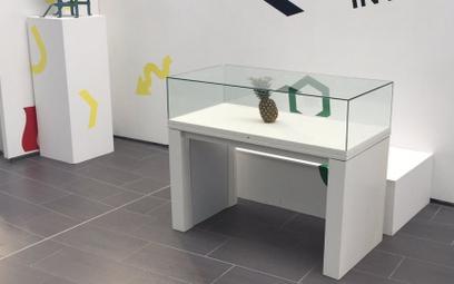 Studenci zostawili w galerii ananasa. Został pomylony ze sztuką