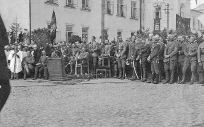 Józef Piłsudski w Mińsku, 29 września 1919 r. Naczelnik siedzi na podwyższeniu