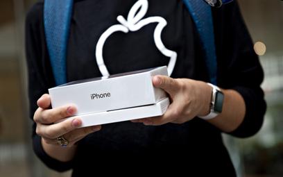 Apple zapłaci hakerowi milion dolarów