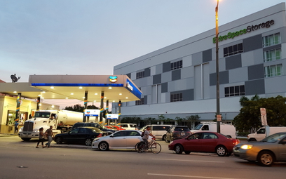Zbawienie dla kierowców z Florydy uciekających przed Irmą - długo oczekiwana dostawa benzyny