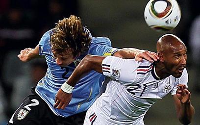 Nicolas Anelka (z prawej) i Urugwajczyk Diego Lugano