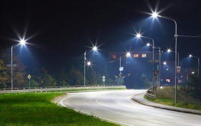 W mniejszych miastach oświetlenie ulic to największa część wydatków na energię elektryczną