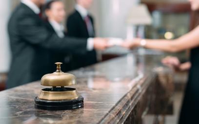 Straty hoteli liczone w setkach milionów. Nowy problem: brak pracowników
