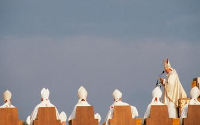 Jan Paweł II. Święty i kiepski menedżer? Niekoniecznie