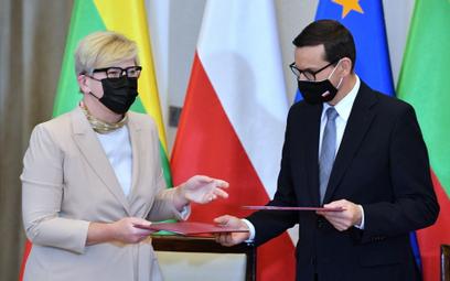 Premier Mateusz Morawiecki i premier Litwy Ingrida Szimonyte po zakończeniu polsko-litewskich konsul
