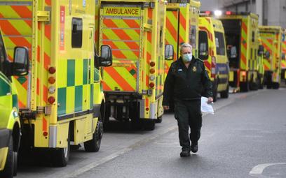 Wielka Brytania: Zgonów łączonych z COVID-19 prawie 60 proc. więcej niż przed rokiem