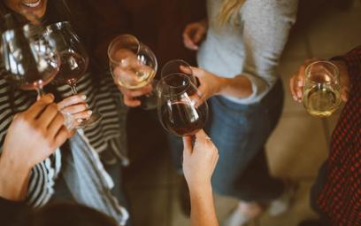 """Wina mającoraz więcej alkoholu, bo chcemy """"procentów"""""""