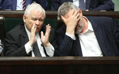Jan Krzysztof Ardanowski (z prawej) to tylko jeden z tych w PiS, którzy już nie mogą patrzeć na wsze
