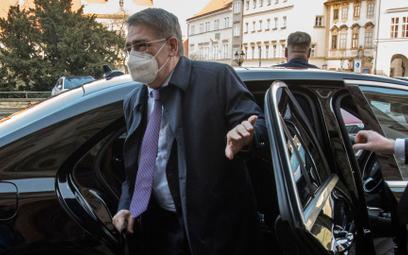 Rosyjski ambasador Aleksandr Zmiejewski przyjeżdża do czeskiego MSZ