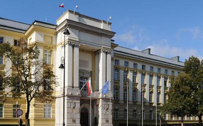 Rząd przedłużył pomoc z tarczy branżowej. Są turystyczne kody PKD