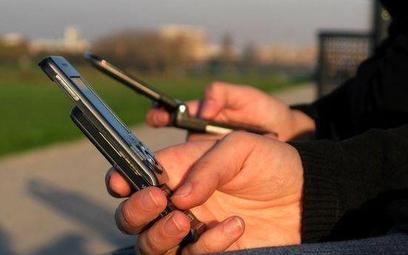 Operatorzy wprowadzą dopłaty do roamingu