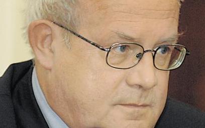 Hubert Janiszewski, autor jest ekonomistą i członkiem rad nadzorczych spółek notowanych na GPW