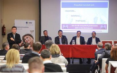 W debacie udział wzięli (siedzą od lewej): Piotr Henicz, wiceprezes Itaki, Remigiusz Talarek, wicepr