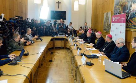 Po zorganizowanej 14 marca konferencji prasowej, na której biskupi przedstawili dane o pedofili w po