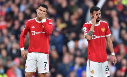 Piłkarze Manchesteru United, Cristiano Ronaldo i Bruno Fernandes, podczas meczu z Liverpoolem