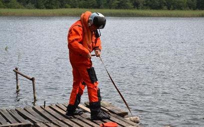 Ćwiczenia w użyciu morskiego ubioru pilota MUP-1. Fot./Dowództwo Operacyjne Rodzajów Sił Zbrojnych.
