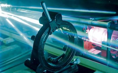 Dzięki manipulacji światłem lasera udało się podnieść przepustowość światłowodów do wartości nieosią