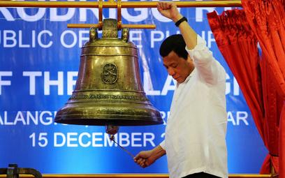 USA zwróciły Filipinom trzy dzwony. Po stu latach