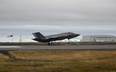 Włoski F-35A ląduje na lotnisku Keflavik na Islandii. Fot./Siły Powietrzne Włoch.