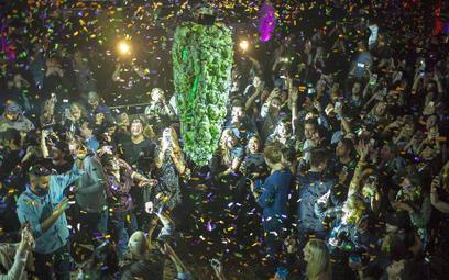 Świętowanie legalizacji marihuany o północy w Toronto