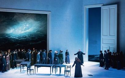 """""""Holender tułacz"""" w Opéra Bastille, scena zbiorowa, w środku Tomasz Konieczny (Holender) i Ricarda M"""