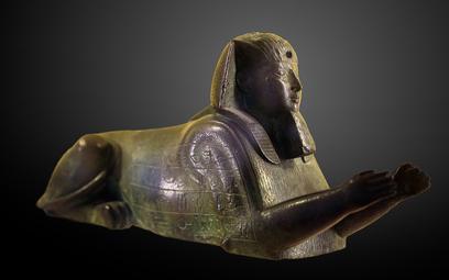 Faraon Apries przedstawiony pod postacią Sfinksa