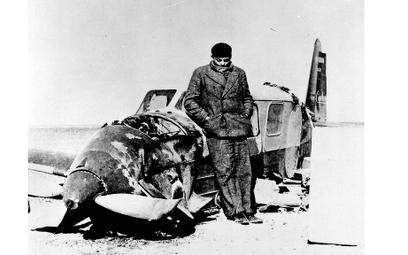 Z przeznaczeniem trzeba walczyć. Saint-Exupéry przy wraku samolotu na pustyni libijskiej. Rozbił się