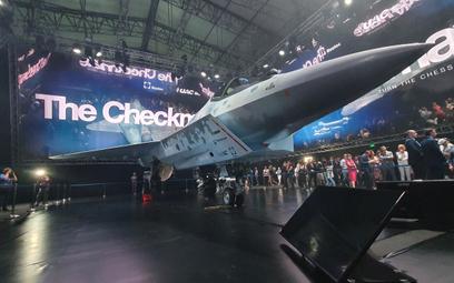Nowy rosyjski lekki myśliwiec Suchoj LTS Checkmate