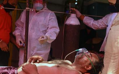 Koronaiwrus. Indie: Rekordowa liczba zakażeń i zgonów zakażonych