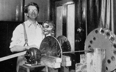 Szkockiego inżyniera Johna Logiego Bairda (1888–1946) uznaje się za wynalazcę pierwszego systemu tel